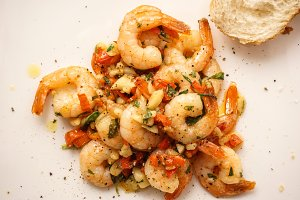 Tiger shrimps in garlic and pepper
