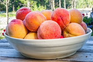 White bowl with peaches