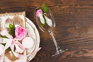 Tableware with light pink roses and marshmallows