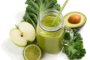 Freshly blended green smoothie.
