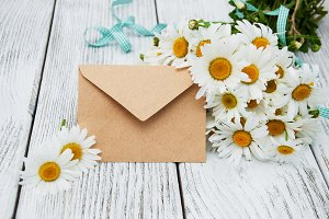 Bouquet of daisies with envelope