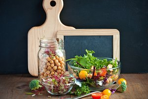 Chickpea and veggies salad