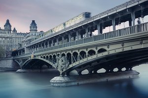 Travel on Bir-Hakeim bridge