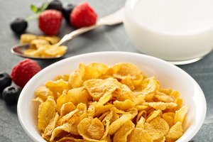 Cornflake cereals in a bowl