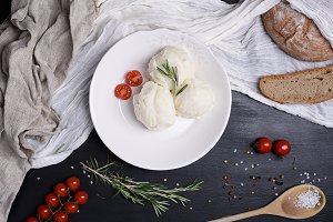 Mashed potatoes with cherry tomatoes