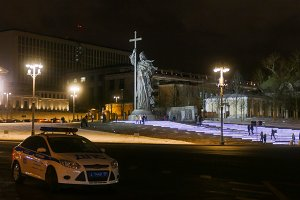 Monument to Prince Vladimir, and the traffic police in Moscow in winter