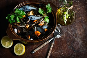 Mussels cooked with parsley