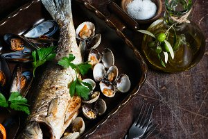 Dinner with fish and mussels