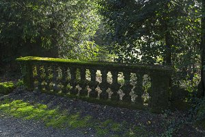 Moss-covered balustrade