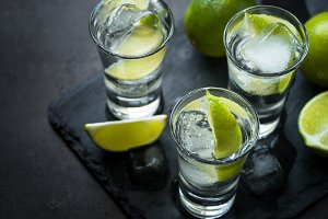 Vodka lime ice drink cocktai