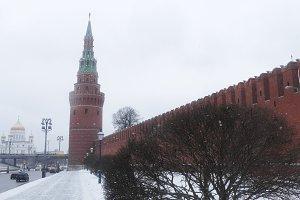 Vodovzvodnaya Kremlin tower and wall in winter