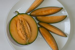 cut cantaloupe with slices