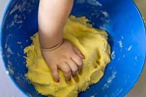 little hand prepares the shortcrust pastry