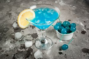 Blue alcohol cocktails