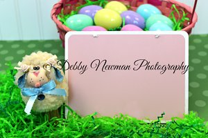 Easter lamb & basket with text area