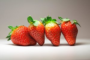 Strawberry set, front view