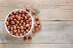 Hazelnuts in bowl on wooden table