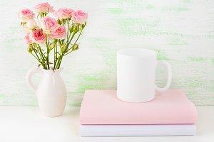 Сoffee mug mockup with pink roses
