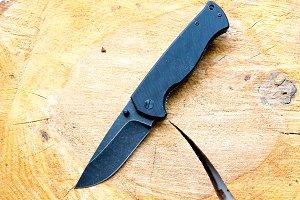Black knife.
