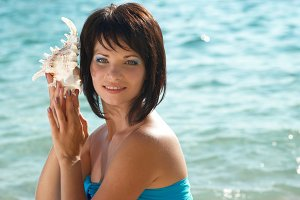Young woman with seashell