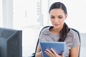 Concentrated attractive secretary using tablet pc