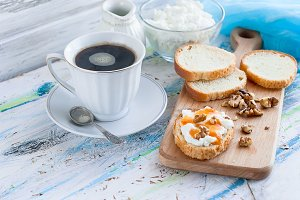 Sandwiches with ricotta, honey,nuts