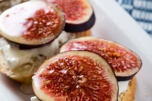 figs with cheese and honey