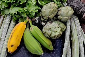 Bananas, vegetables and artichokes
