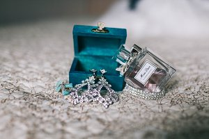 Accessories for the bride. Earrings, perfume and turquoise box