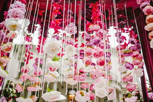 Hanging decoration of petals