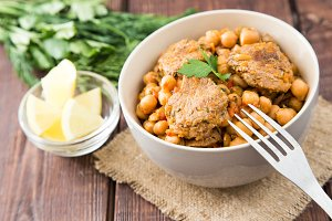 chickpeas with meat with vegetables