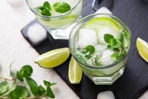 Cold lemonade mojito