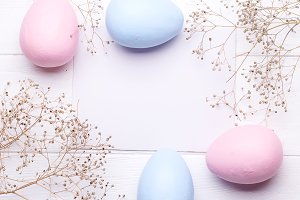 Colorful Easter eggs and flowers