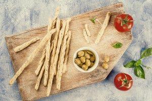 Grissini, olives, tomato & basil