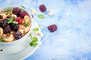 Oatmeal with nuts and berries