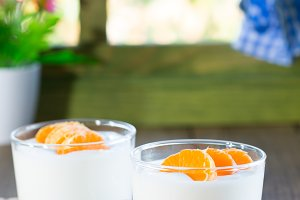 Natural yogurt of mandarins