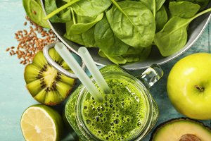 smoothie and green ingredients