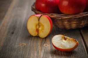 Quarter apple