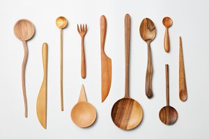 Wooden spoons, knives, forks o