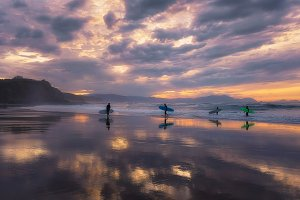Surfers on the mirror