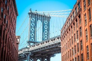 Manhattan bridge between buildings