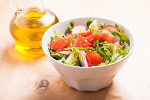 Salad with sesame seeds