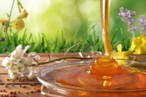 Honey falling into a glass dish