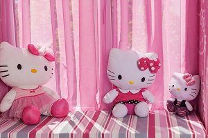 Hello kitty toys.