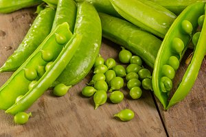 Fresh shelled green peas