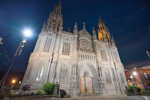 Arucas cathedral at night.