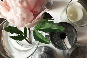 Tablescape f. Peony, Candles, Marble