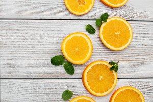 Slices of fresh oranges