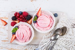 Berry ice cream with fresh fruits