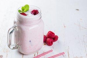 Raspberry jogurt smoothie in glass jar